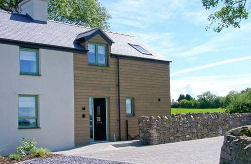 Last Minute Cottages - Inviting Llanfairpwllgwyngyll Adda S6000