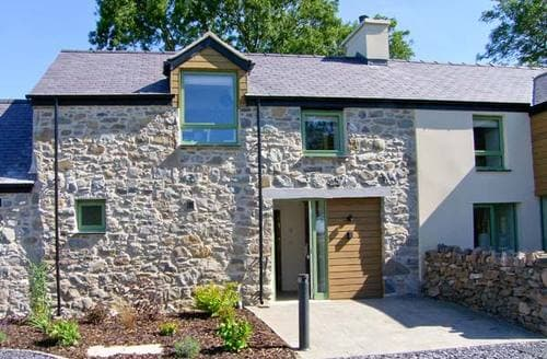 Last Minute Cottages - Beautiful Llanfairpwllgwyngyll Rental S6003