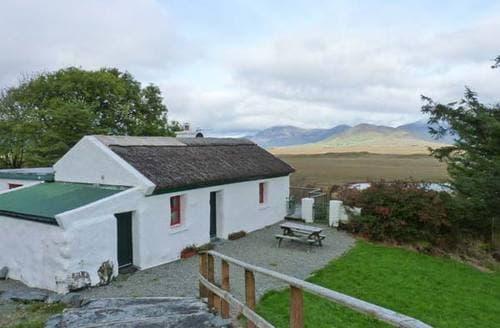 Last Minute Cottages - Cosy  Cottage S6170
