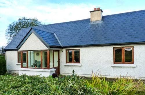Last Minute Cottages - Montbretia Cottage
