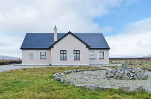 Last Minute Cottages - Tullaghan View