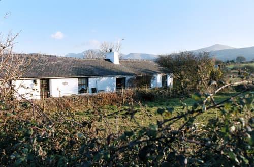 Last Minute Cottages - Quaint Penisarwaun Cottage S6850