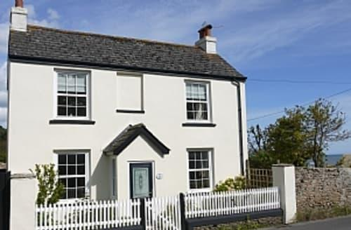 Last Minute Cottages - Luxury Charmouth Apartment S6963