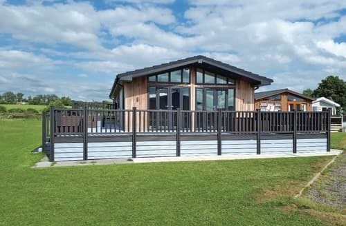 Last Minute Cottages - Barlings Retreat Lodge
