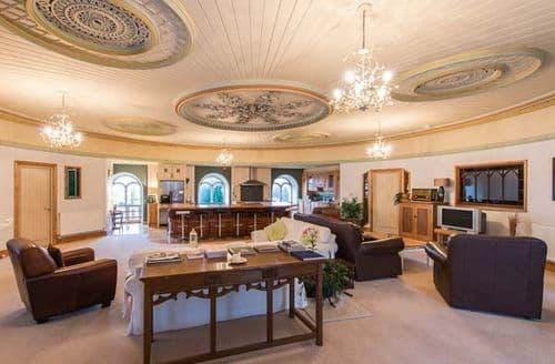 Last Minute Cottages - Beautiful Llanrug Apartment S57515