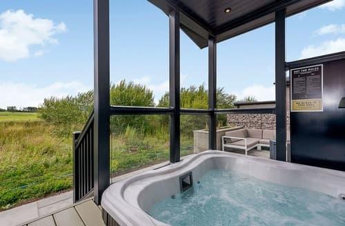 Last Minute Cottages - Spa Retreat View