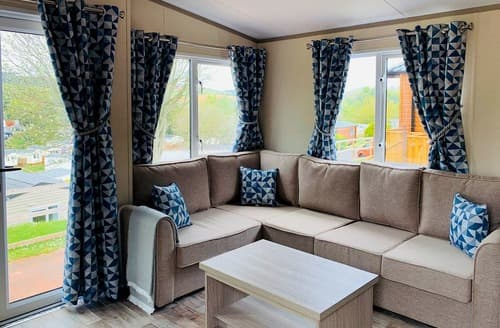 Last Minute Cottages - Country Holiday Home Two VIP Platinum