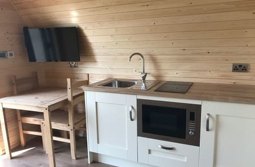 Last Minute Cottages - Woodpecker Pods