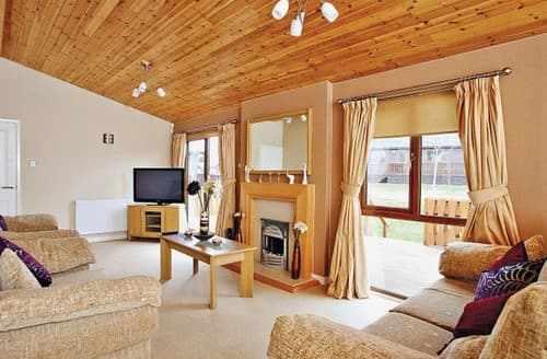 Last Minute Cottages - Riverside 2 Bed Lodge