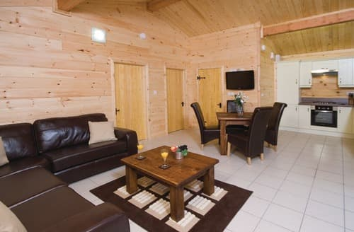 Last Minute Cottages - Badger Log  Cabin 6