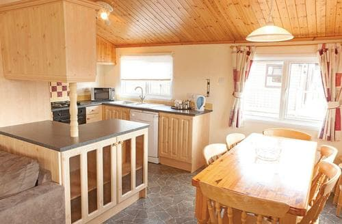 Last Minute Cottages - Silver Lodge 8