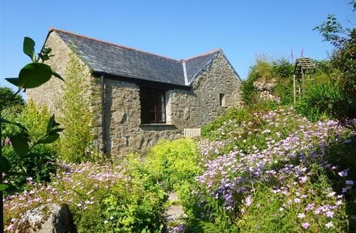 Last Minute Cottages - Roughtor View