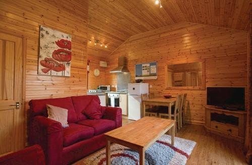 Last Minute Cottages - Log Cabin 1
