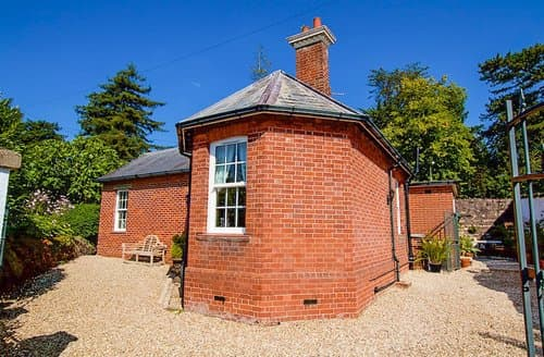 Last Minute Cottages - Inviting Exeter Lodge S59646