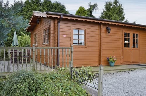 Last Minute Cottages - Pine Lodge - E5579