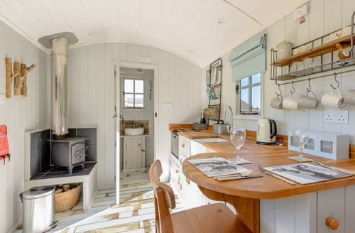 Last Minute Cottages - The Hut at Hole Farm
