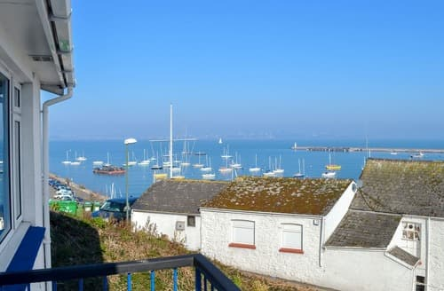 Last Minute Cottages - Red Sails