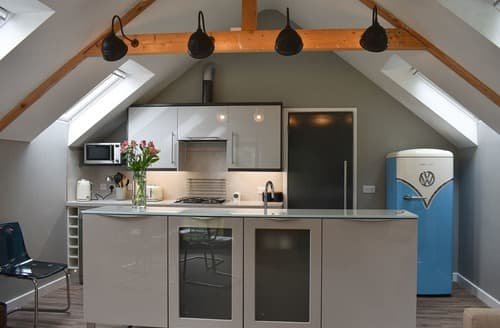 Last Minute Cottages - Priory Barn
