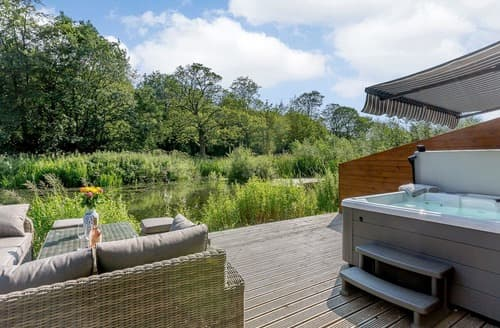 Last Minute Cottages - Waterside Lodge Thirteen - UK11853