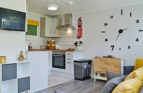 Last Minute Cottages - Y Caban - UK12061