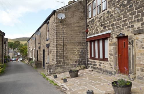 Last Minute Cottages - Weavers Houses