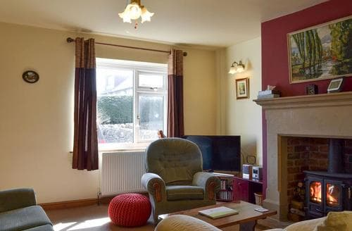 Last Minute Cottages - Meadow View