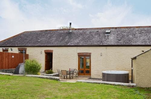 Last Minute Cottages - Yr Hen Feudy