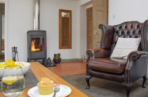Last Minute Cottages - Rhydyfran Coach House