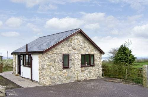 Last Minute Cottages - Dolphin Bach