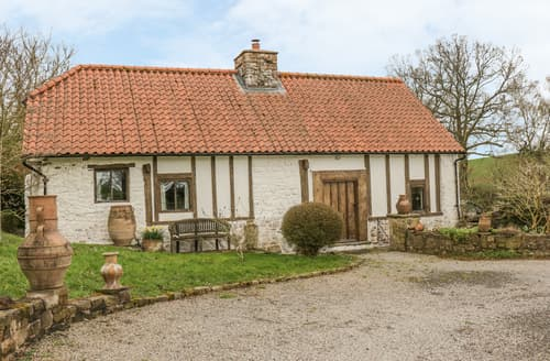 Last Minute Cottages - Ty'r Pwll