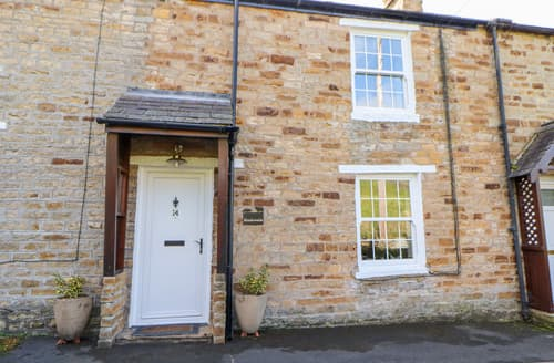 Last Minute Cottages - Meadowside Cottage