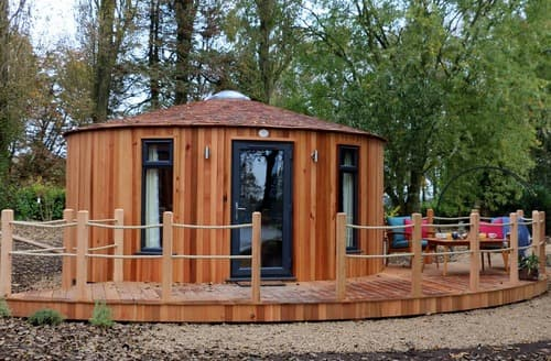 Last Minute Cottages - The Round House