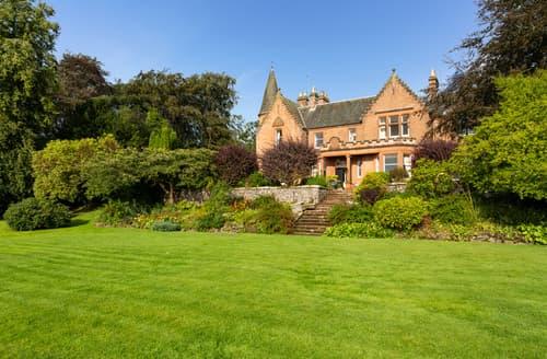 Last Minute Cottages - Turret Mansion House
