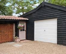 Snaptrip - Last minute cottages - Charming Alburgh Lodge S9005 -