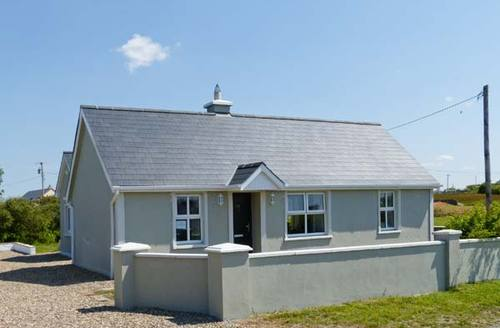 Snaptrip - Last minute cottages - Tasteful Ennis Cottage S9029 -