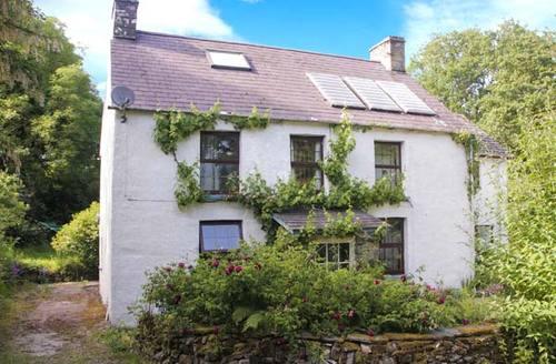 Snaptrip - Last minute cottages - Tasteful Cardigan Cottage S9034 -