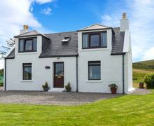 Snaptrip - Last minute cottages - Lovely Portree Cottage S9101 -