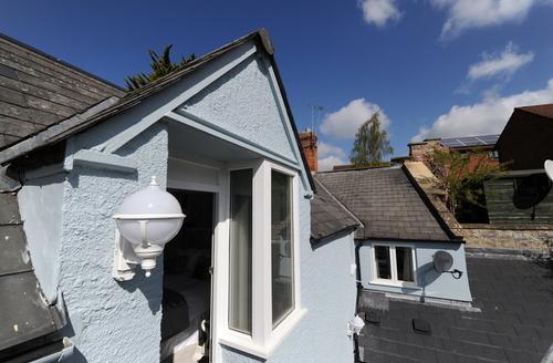 Snaptrip - Last minute cottages - Delightful Glastonbury Apartment S9196 -