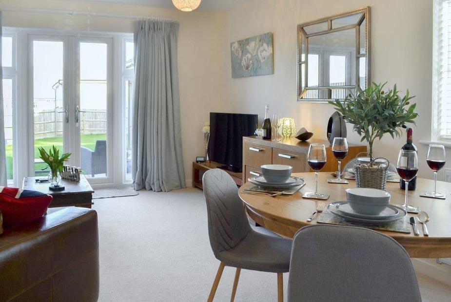 Woodland Rest Delightful living/ dining room | Woodland Rest, Hastings