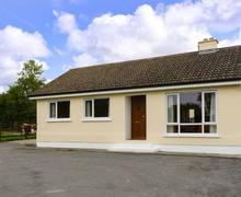 Snaptrip - Last minute cottages - Exquisite Carrick On Shannon Lodge S9286 -