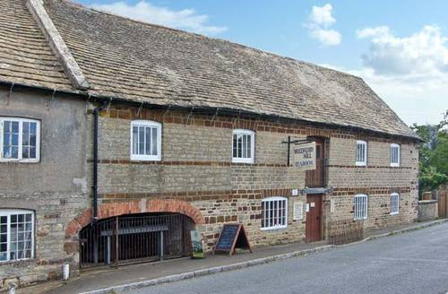 Snaptrip - Last minute cottages - Attractive Ringstead Cottage S9327 -