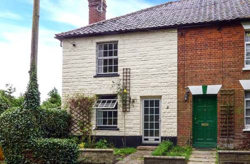 Snaptrip - Last minute cottages - Gorgeous Pulham St Mary Cottage S9377 -