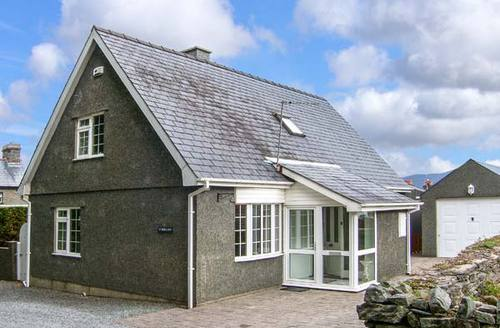 Snaptrip - Last minute cottages - Beautiful Minffordd Cottage S9391 -