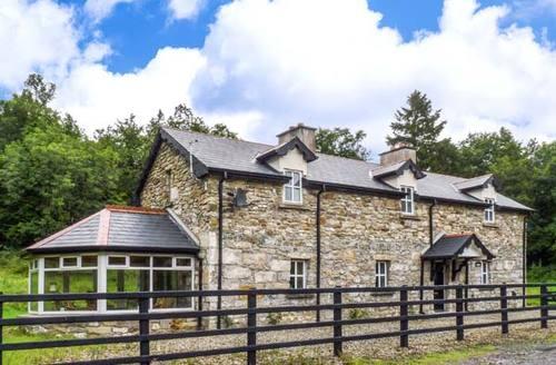 Snaptrip - Last minute cottages - Exquisite Carrick On Shannon Lodge S9409 -