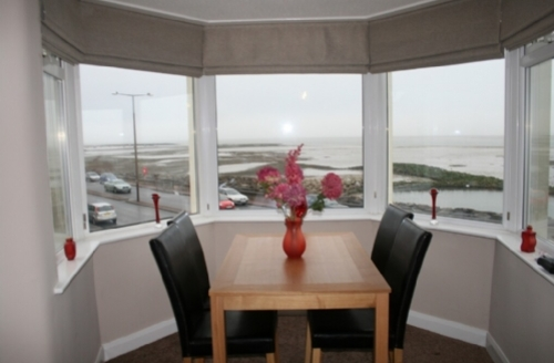 Snaptrip - Last minute cottages - Tasteful Morecambe Apartment S829 - Bay View Apartment, Self catering holiday apartment sleeping 6, Morecambe, Cottage Holiday Group