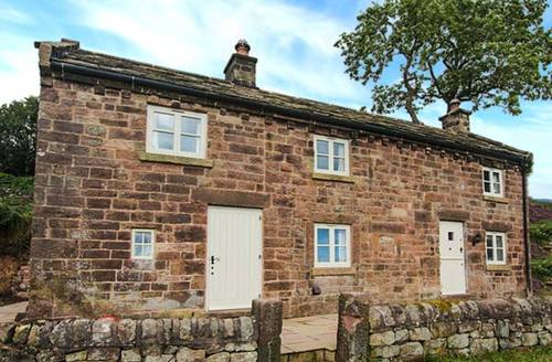 Snaptrip - Last minute cottages - Stunning Upper Hulme Cottage S9432 -