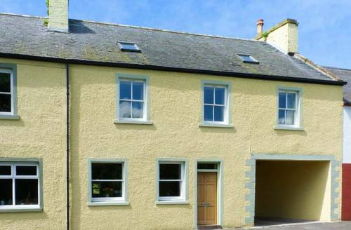 Snaptrip - Last minute cottages - Cosy Kirkcolm Cottage S9434 -