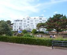 Snaptrip - Last minute cottages - Attractive Clacton On Sea Apartment S9438 -