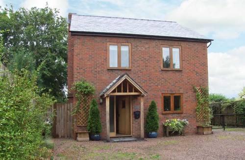 Snaptrip - Last minute cottages - Quaint Monkland Cottage S9523 -