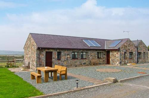 Snaptrip - Last minute cottages - Delightful Llangaffo Cottage S9554 -